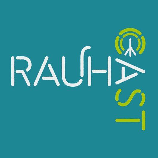 Rauhacast-podcastin logo turkoosilla pohjalla.