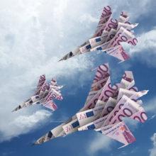 Rahasta tehtyjä hävittäjiä sinivalkoista taivasta vasten.