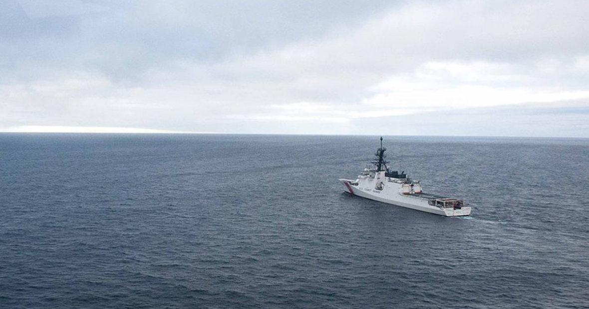 Laiva seilaa merellä osana arktista sotaharjoitusta 2012