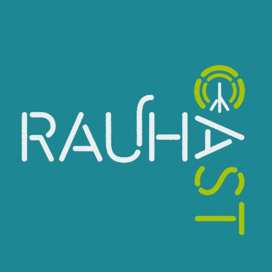 Rauhacast-podcastin logo turkoosilla pohjalla