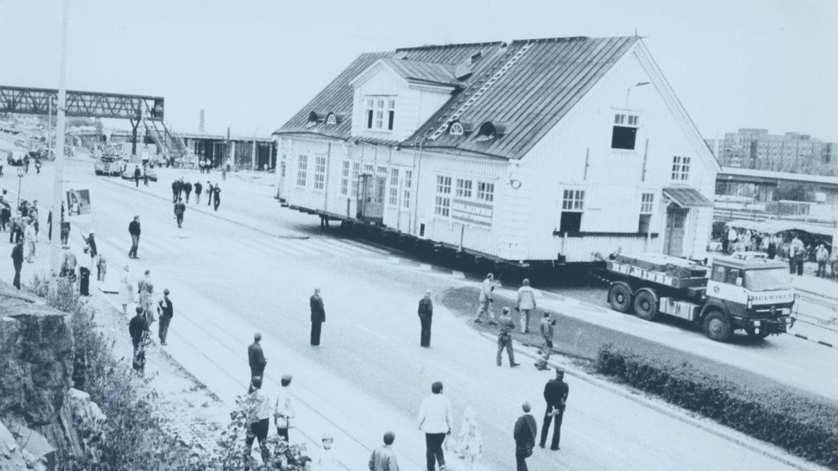 Pasilan vanhaa, puista rautatieasemaa eli nykyistä Rauhanasemaa siirretään kokonaisena